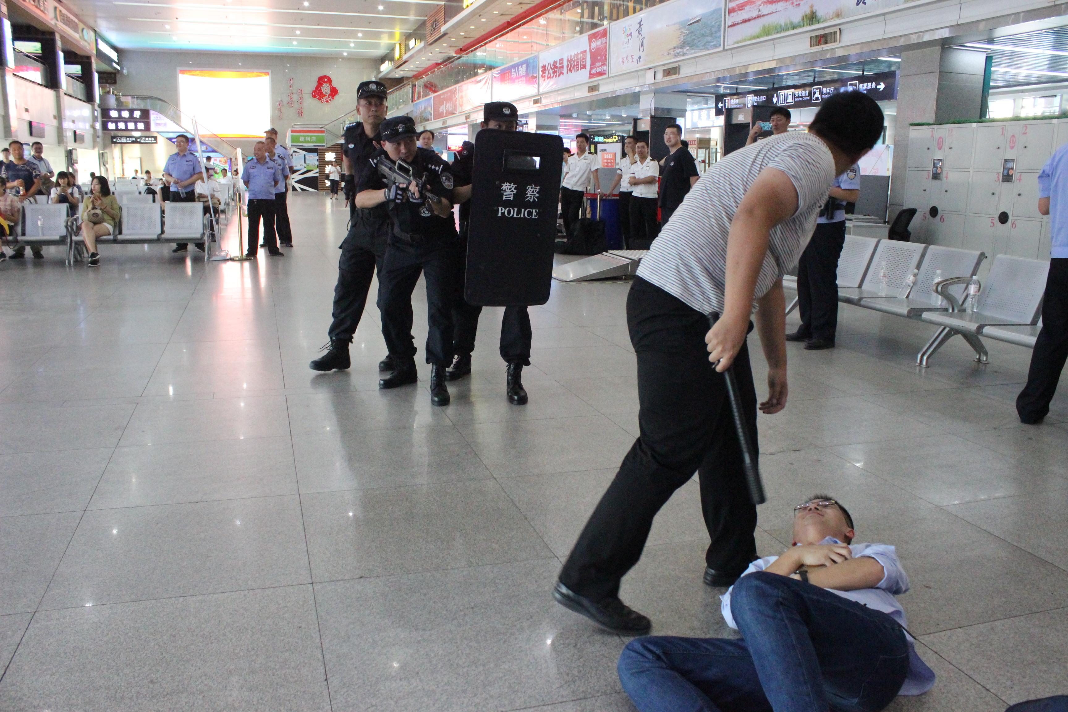 青岛汽车站安保升级 违禁品易容按暴恐行为处理
