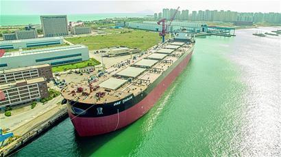 青岛海西湾接连驶出国之重器 看世界第一有多牛