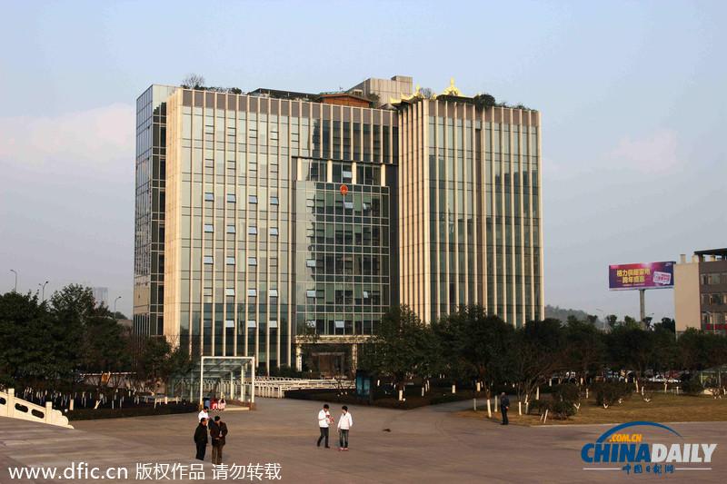 高清:重庆某政府办公楼现金顶违建 网友热议 - 青岛